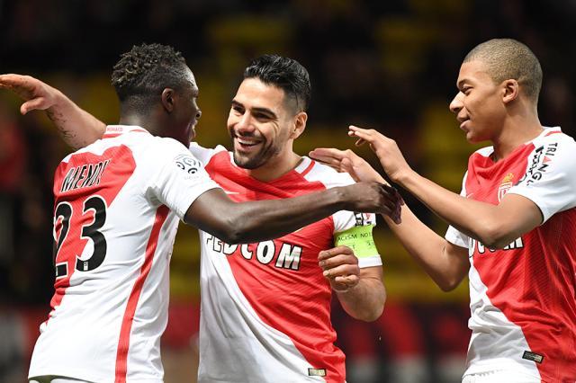 Monaco de Falcao e Mbappé se prepara para festejar o título Yann Coatsaliou / AFP/AFP