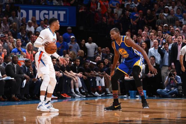 Na volta a Oklahoma City, Kevin Durant lidera vitória do Warriors sobre o Thunder Andrew D. Bernstein/NBAE via Getty Images/AFP