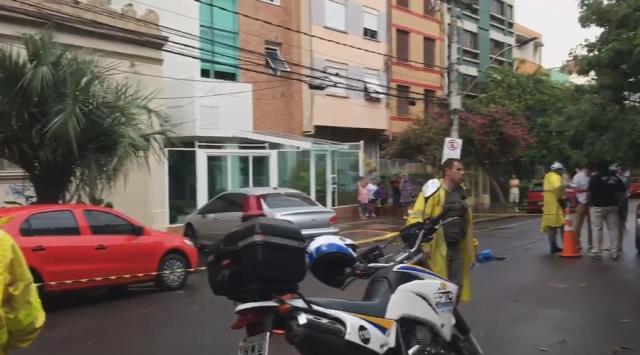 Morador de rua que recebeu ajuda de PMs morre atropelado no centro de Porto Alegre reprodução/