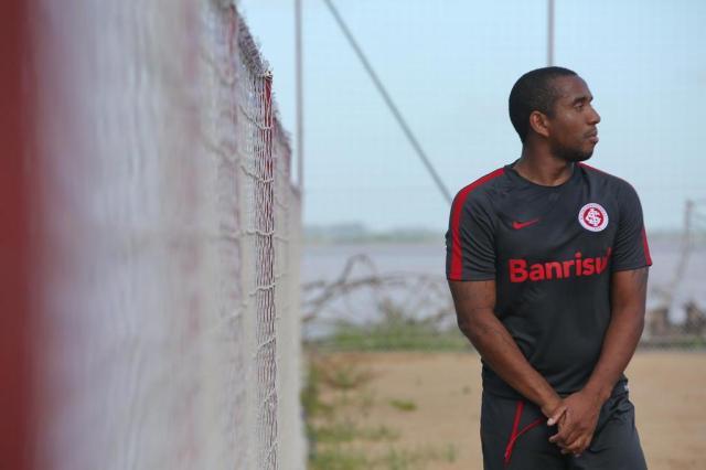 Saída de Anderson do Beira-Rio não poderia ter sido marcada por mais elegância Tadeu Vilani/Agencia RBS