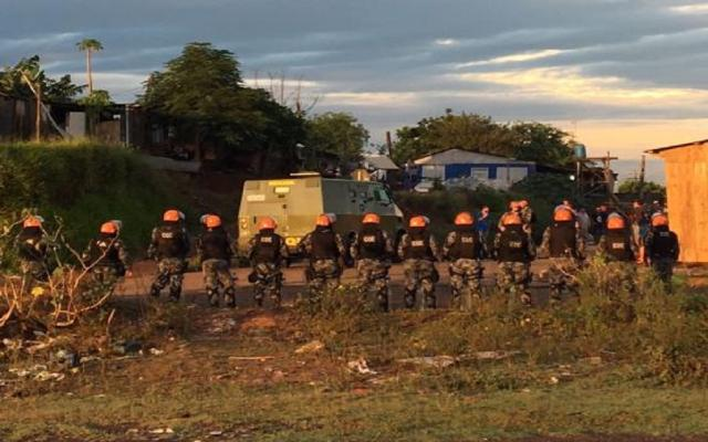 Mais de 100 famílias são retiradas de área invadida em Canoas Cid Martins / Agência RBS/Agência RBS