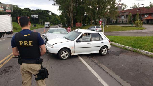 Colisão entre dois veículos deixa três feridos na BR-470, em Garibaldi Polícia Rodoviária Federal/ Divulgação/