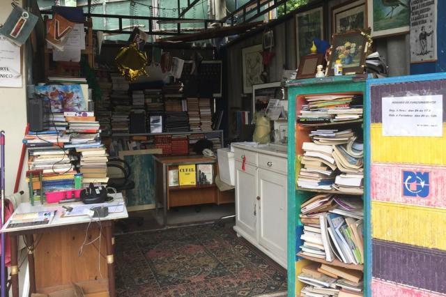 Livros no DMLU? Locais de descarte de lixo também têm... bibliotecas Jéssica Rebeca Weber/Agência RBS