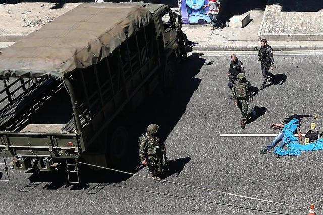 Suspeito morre em troca de tiros com fuzileiros navais no Rio FÁBIO MOTTA/ESTADAO CONTEUDO