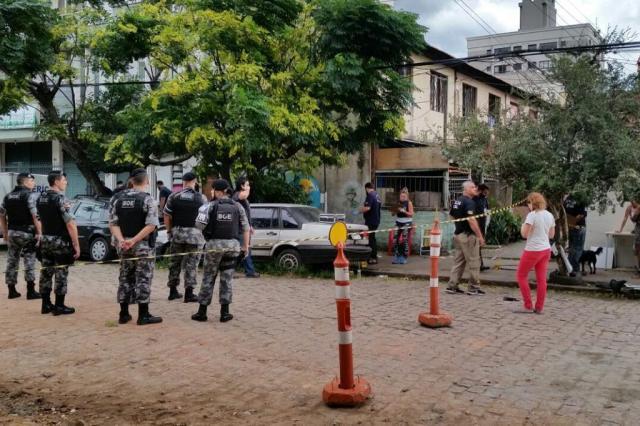 Tiroteio deixa um morto e dois feridos na Vila Planetário, em Porto Alegre Robinson Estrásulas/Agencia RBS