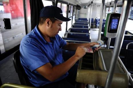 Proposta pode eliminar 3,6 mil trabalhadores do sistema de transporte, afirma professor (Ronaldo Bernardi/Agencia RBS)