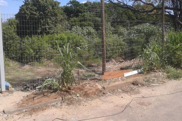 Após limpeza, comunidade cerca terreno em Porto Alegre para evitar que ele se torne lixão novamente Arquivo pessoal/Leitor/DG
