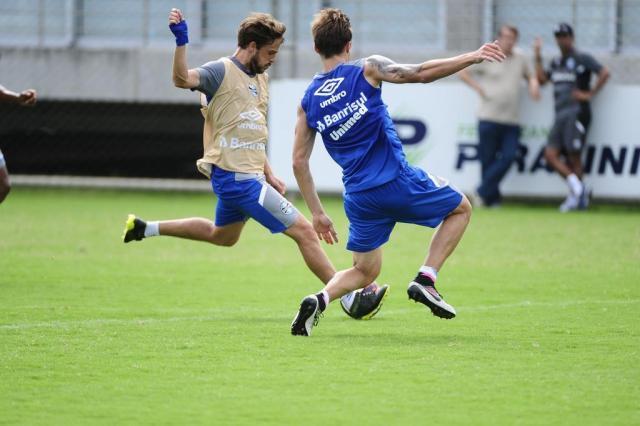 Mais um: Maxi Rodríguez lesiona a mão e desfalca Grêmio por um mês Ronaldo Bernardi/Agencia RBS