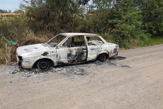 Carro usado por criminosos para atacar rainha de bateria é achado queimado em Cachoeirinha Divulgação/Polícia Civil