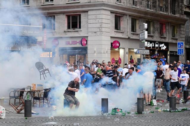 Rússia diz que documentário sobre hooligans é antipropaganda da Copa Leon Neal/AFP