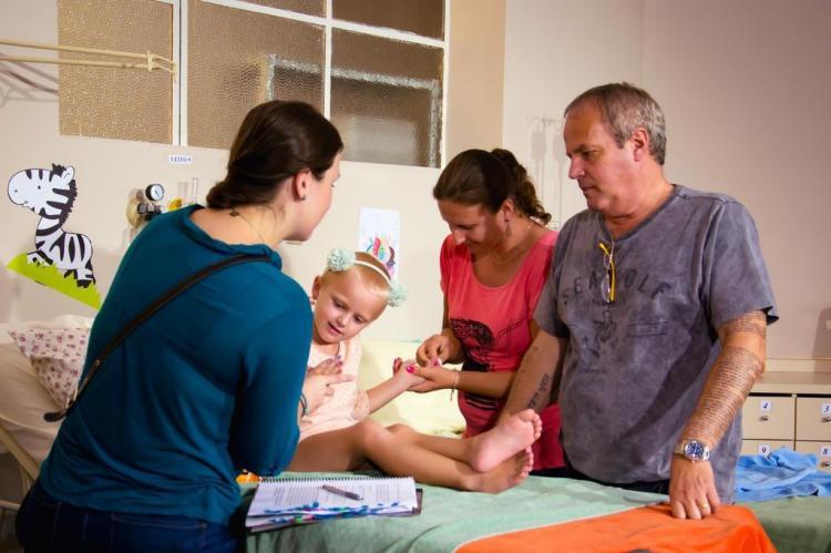 """Crianças assistidas pelo Instituto do Câncer Infantil participam das filmagens de """"O Avental Rosa"""" Natália Mansur/Divulgação"""