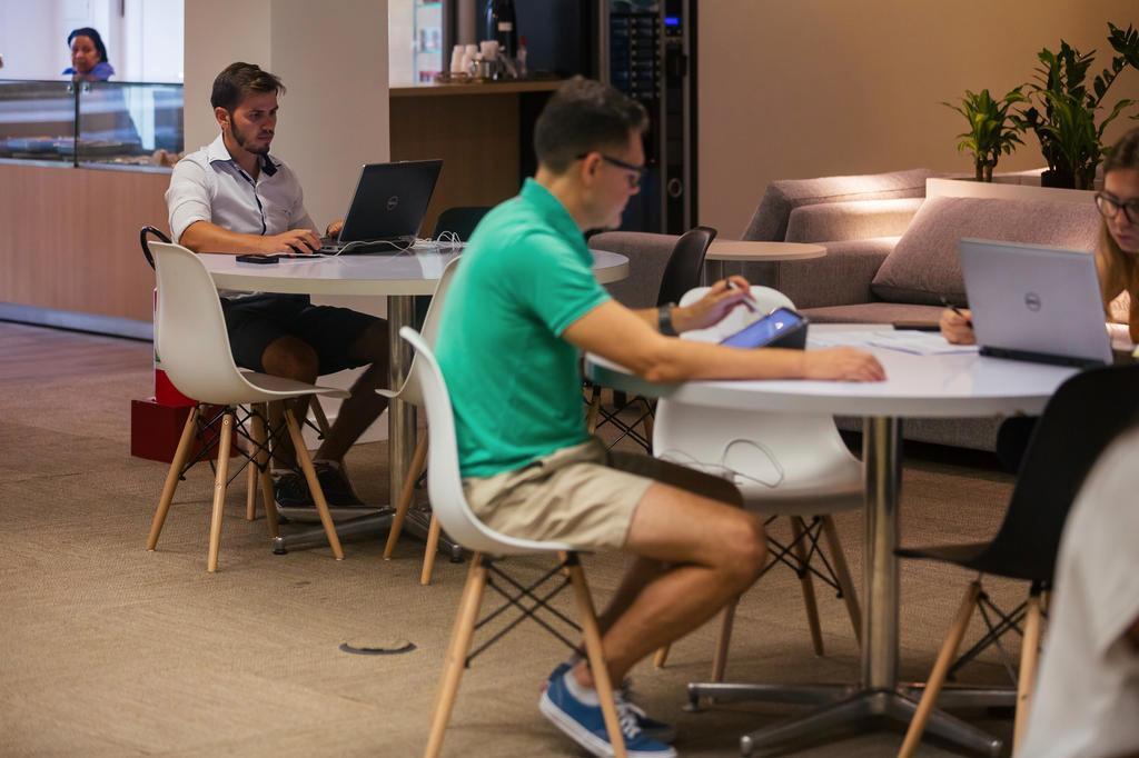 """Horário flexível, sofás e funcionários de bermuda: Gerdau muda cultura e aposta em ambiente """"Google"""" Omar Freitas/Agencia RBS"""