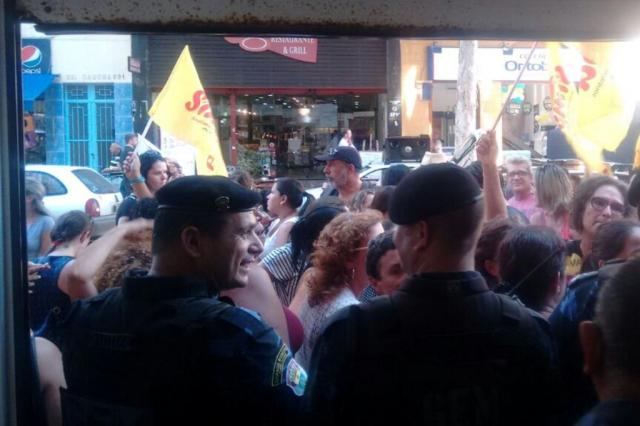 Professores fazem protesto no centro de Porto Alegre, e Procon suspende atendimento PC Flores/Comunicação PMPA