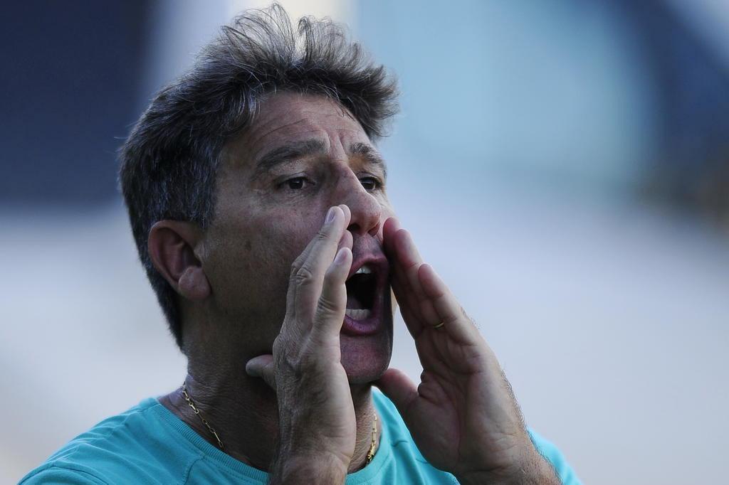 Renato valoriza vitória, mas critica atuação do Grêmio:
