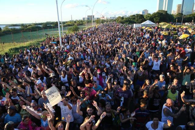 Blocos de Carnaval fazem a folia e levam milhares à orla do Guaíba Tadeu Vilani/Agencia RBS