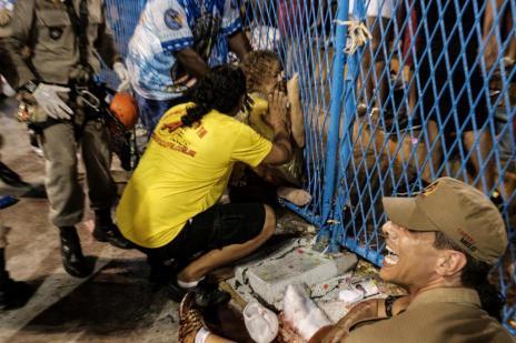 Acidente com carro alegórico deixa oito feridos no Rio (Yasuyoshi CHIBA/AFP)