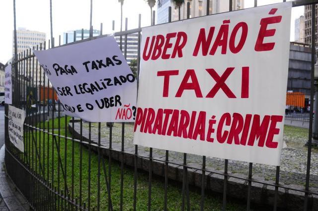 Em protesto, taxistas pedem mais fiscalização ao Uber e outros aplicativos Ronaldo Bernardi/Agência RBS