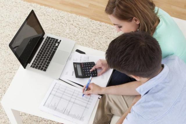 Conheça o passo a passo para renegociar as suas dívidas sem sair de casa iStock,Getty Images/Divulgação