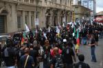 Servidores da Corsan protestam nas ruas do Centro de Porto Alegre