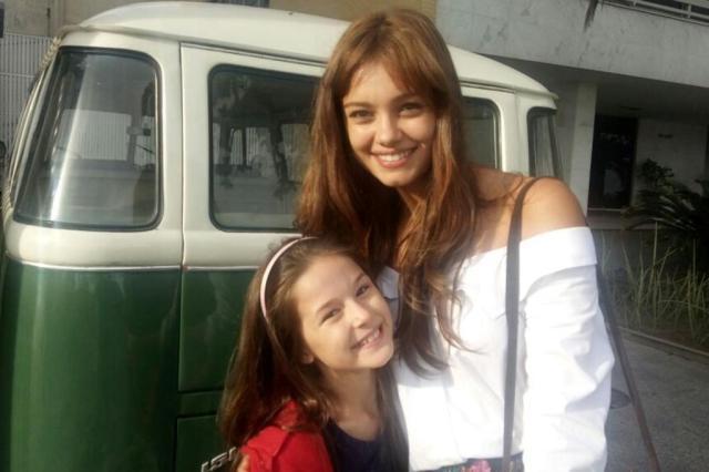 Letícia Braga e Sophie Charlotte posam nos bastidores de supersérie Divulgação/Divulgação