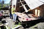 Um dia após o vendaval, moradores de São Francisco de Paula começam a consertar os estragos Bruno Alencastro/Agencia RBS