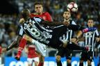 Botafogo vence Estudiantes por 2 a 1 pela Libertadores YASUYOSHI CHIBA/AFP