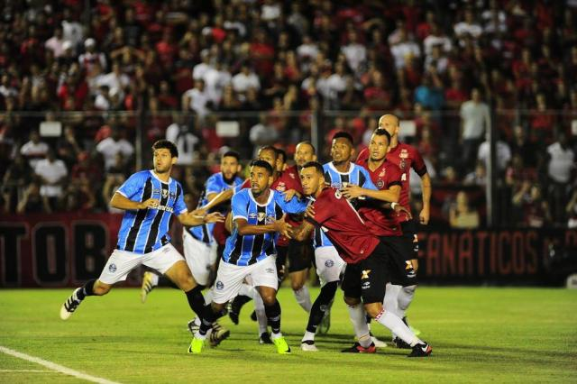 Ramiro marca, mas Grêmio cede empate ao Brasil-Pel no Bento Freitas Tadeu Vilani/Agencia RBS