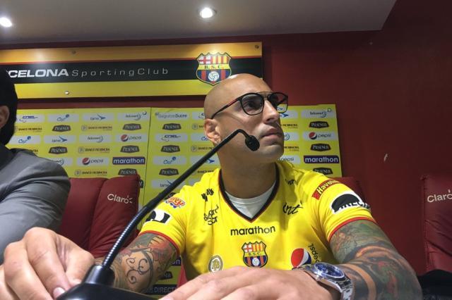 """Ex-Inter, Ariel é apresentado no Barcelona-EQU: """"Voltando para casa"""" Reprodução / Twitter @barcelonascweb/Twitter @barcelonascweb"""