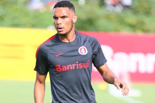 Zago tem a obrigação de ver Neris em ação em mais alguns jogos Lauro Alves/Agencia RBS