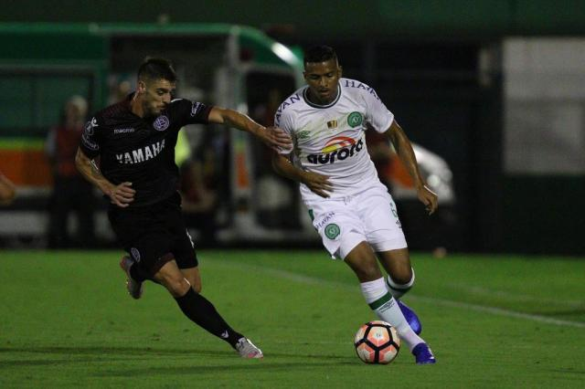 Chapecoense sai na frente, mas leva a virada do Lanús pela Libertadores Marcio Cunha/Especial