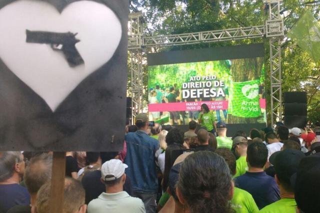 Grupo promove ação na Capital pela flexibilização do desarmamento Marcelo Kervalt/Agência RBS
