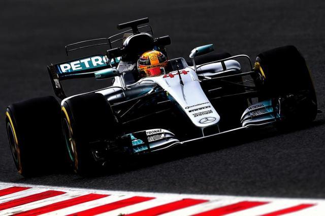 Hamilton quer igualar número de poles de Ayrton Senna JOSE JORDAN/AFP