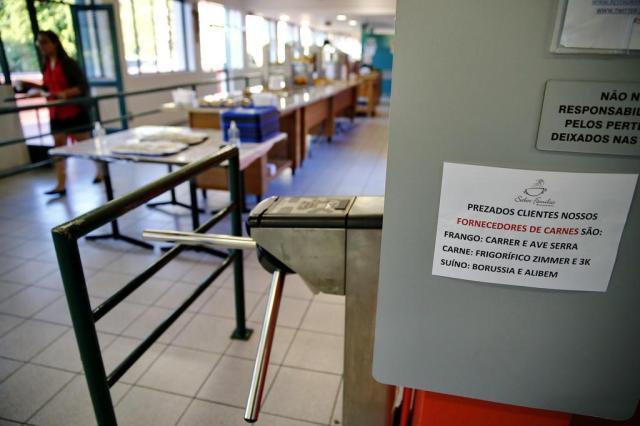 Após ação da PF, restaurante de universidade usa cartazes para informar procedência de carne Félix Zucco/Agencia RBS