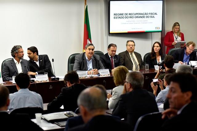 Feltes explica o plano de recuperação na Assembleia Marcelo Bertani / Divulgação/
