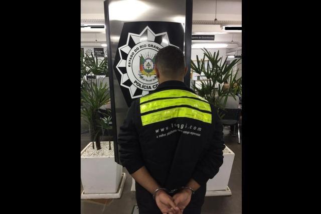 Polícia prende suspeito de assaltar motoristas do Uber em Porto Alegre Divulgação/Polícia Civil