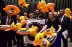 Oposição usa boias de pato para protestar contra projeto que autoriza terceirização irrestrita Zeca Ribeiro/Câmara dos Deputados