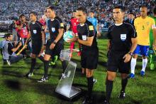 Quem é o severo argentino que apitará Grêmio e Botafogo DANTE FERNANDEZ/AFP