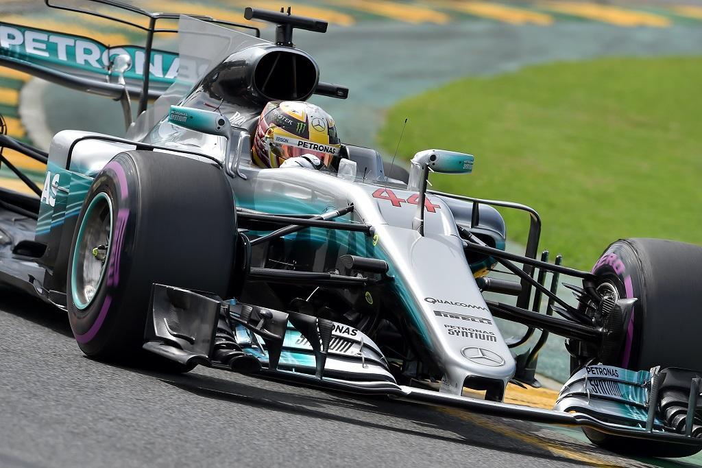 Lewis Hamilton domina primeiro dia de treinos do GP da Austrália