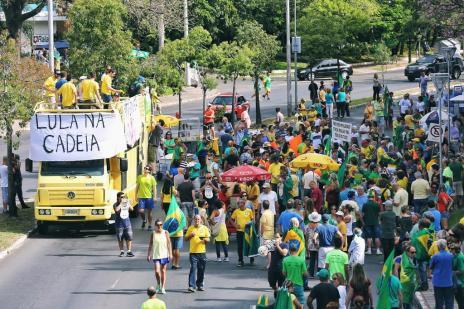Ato de apoio à Lava-Jato reúne manifestantes em Porto Alegre Omar Freitas/Agencia RBS