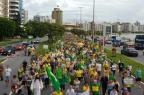 Manifestantes ocupam a Avenida Beira-Mar em apoio à Operação Lava-Jato, em Florianópolis Ricardo Wolffenbuttel/Agência RBS