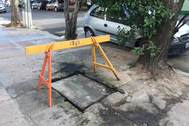 DEP começa conserto de tubulação de esgoto na Rua Múcio Teixeira Jéssica Rebeca Weber/Agência RBS