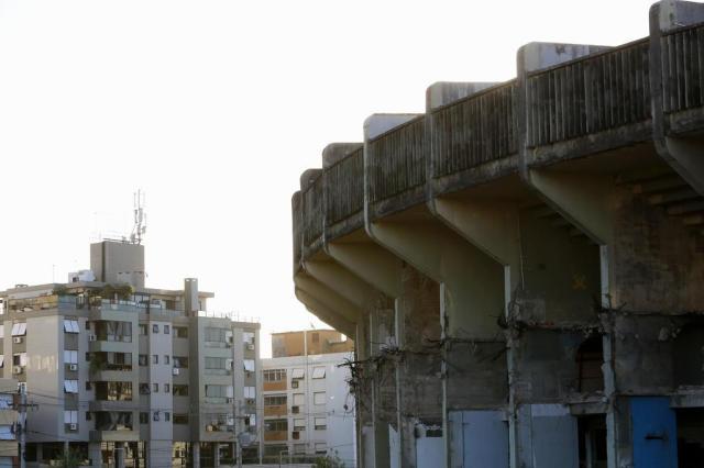 Enquanto Olímpico agoniza, vizinhança convive com abandono e sensação de insegurança Anderson Fetter/Agencia RBS