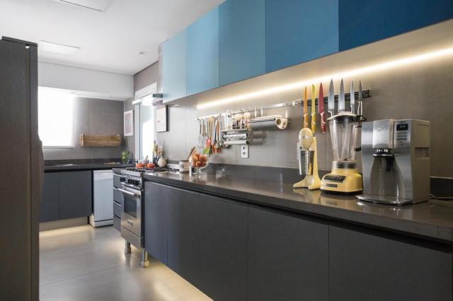 Repaginada, cozinha da casa de uma chef mescla pegada industrial e design contemporâneo Marcelo Donadussi/Divulgação