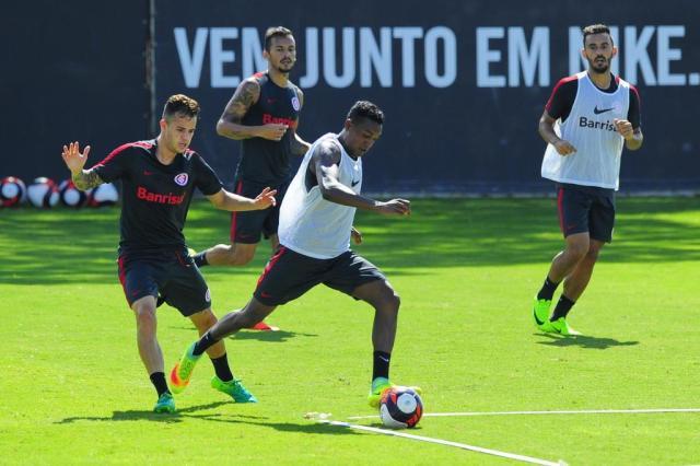 Edenilson não é relacionado e desfalca o Inter contra o Corinthians Robinson Estrásulas/Agencia RBS
