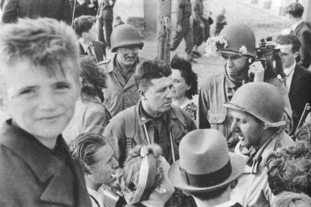 Livro e série produzida pela Netflix contam a história de cinco grandes cineastas que filmaram a II Guerra Editora Objetiva/Divulgação