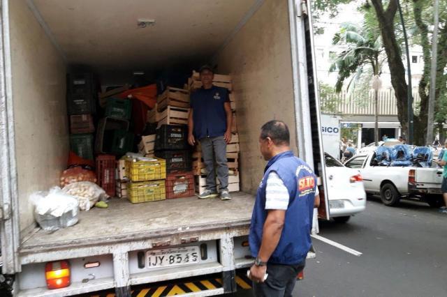 Prefeitura recolhe uma tonelada de frutas e verduras no centro da Capital PC Flores/Divulgação PMPA