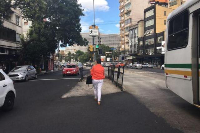 Após obras, faixas de segurança ainda não foram pintadas na Osvaldo Aranha Marina Pagno/Rádio Gaúcha