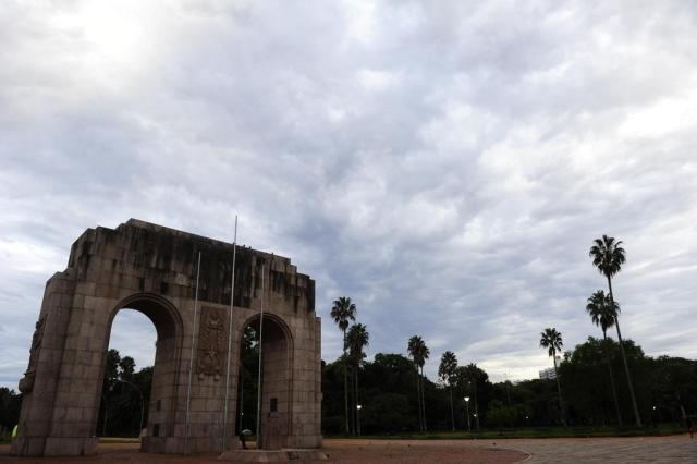 Terça-feira pode amanhecer com chuva em Porto Alegre Ronaldo Bernardi/Agencia RBS