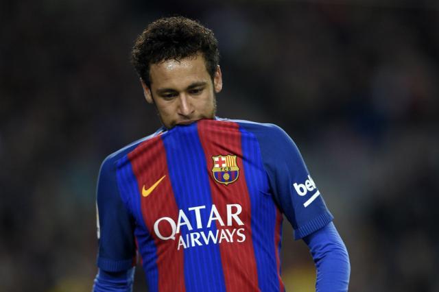 Neymar aceita proposta do PSG e deve deixar o Barcelona, diz site Lluis Genne / AFP/AFP