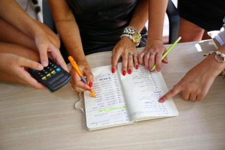 Compartilhar moradia é opção para quem precisa dividir despesas (Carlos Macedo/Agencia RBS)